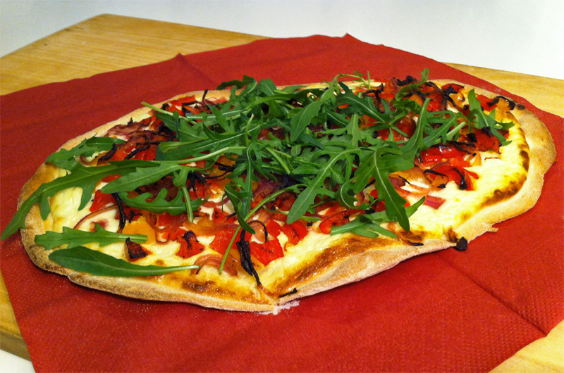 paprika chili flammkuchen mit rucola das kleine vegetarische kochbuch. Black Bedroom Furniture Sets. Home Design Ideas