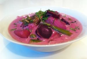 Spargel-Chowder mit violetten Karotten - vegetarisch